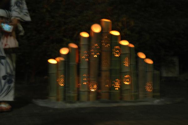 10緑道に作った竹灯籠のオブジェ