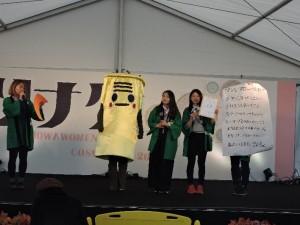 写真3_学園祭野外ステージでPJ活動紹介