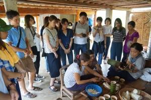 学生達観光視察1少数民族村