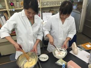 (1)米粉のカップケーキに挑戦