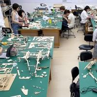 製図室での模型制作の様子